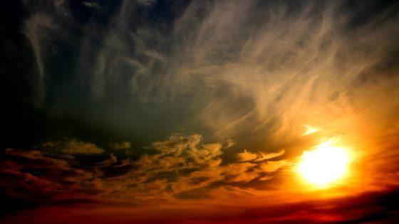Почему Солнце светит и греет?