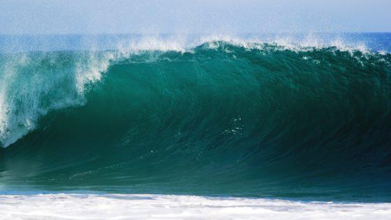 От чего зависит цвет воды в море