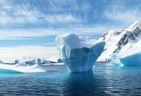 Почему море синего цвета?