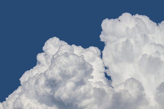 Почему облака белые, а тучи чёрные?