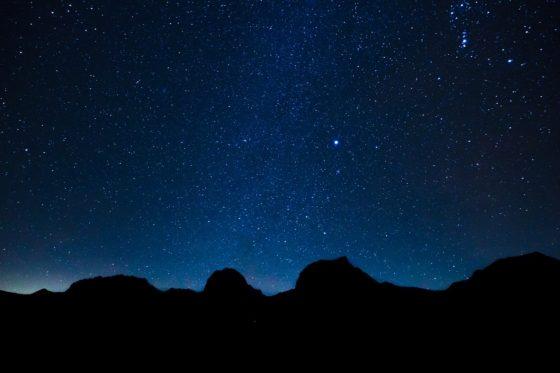 Почему звезды светятся ночью, а днём их не видно?