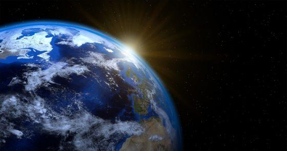 Почему Земля вращается вокруг Солнца и крутится вокруг своей оси?