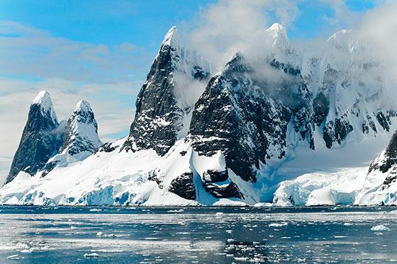 Кто открыл Антарктиду и в каком году это было?