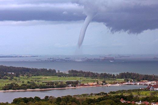 Что такое тайфун и чем он опасен?