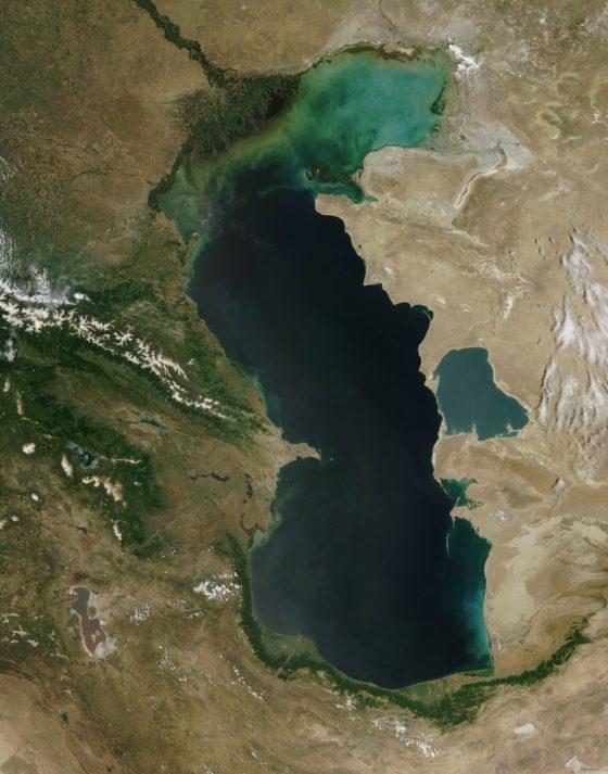 Почему Каспийское море считается озером?