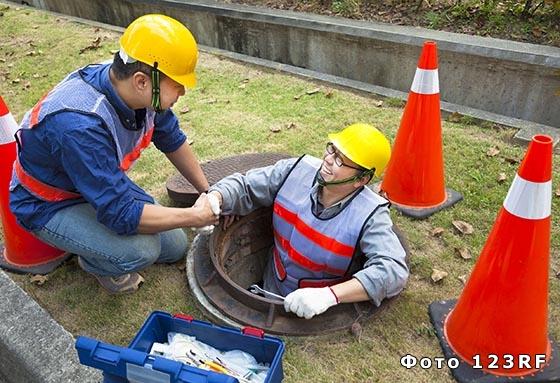 Почему крышки канализационных люков круглые?