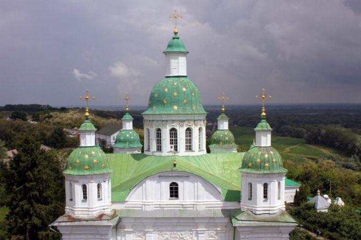 Что такое монастырь?